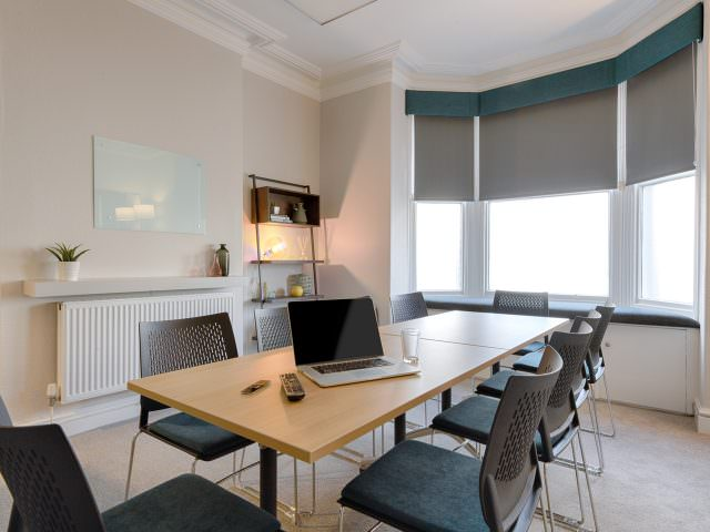 Group therapy room to rent with long table
